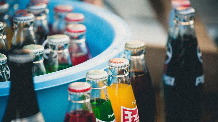 Οδοντιατρικοί σύλλογοι τερματίζουν τις επενδύσεις σε εταιρείες ποτών που εμπεριέχουν ζάχαρη.