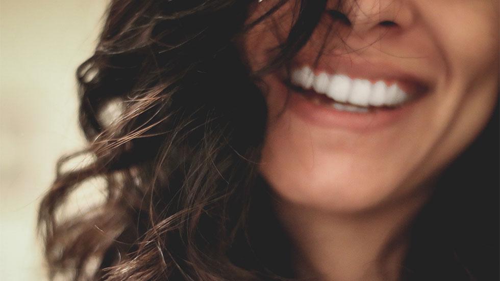 Άμεσες αποκαταστάσεις: Eξισορρόπηση της οδοντίνης και της αδαμαντίνης προσθίων και οπισθίων δοντιών.